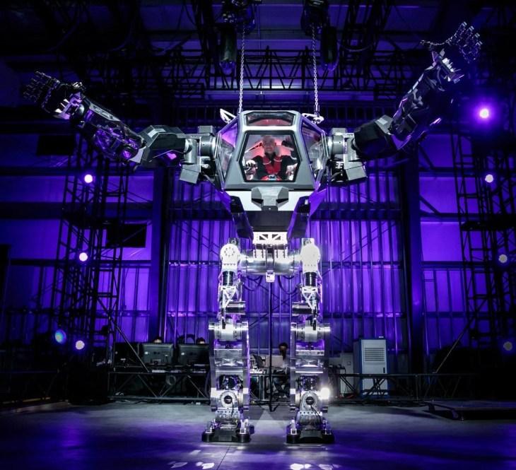 ג'ף בזוס נוהג ברובוט הענק method 2