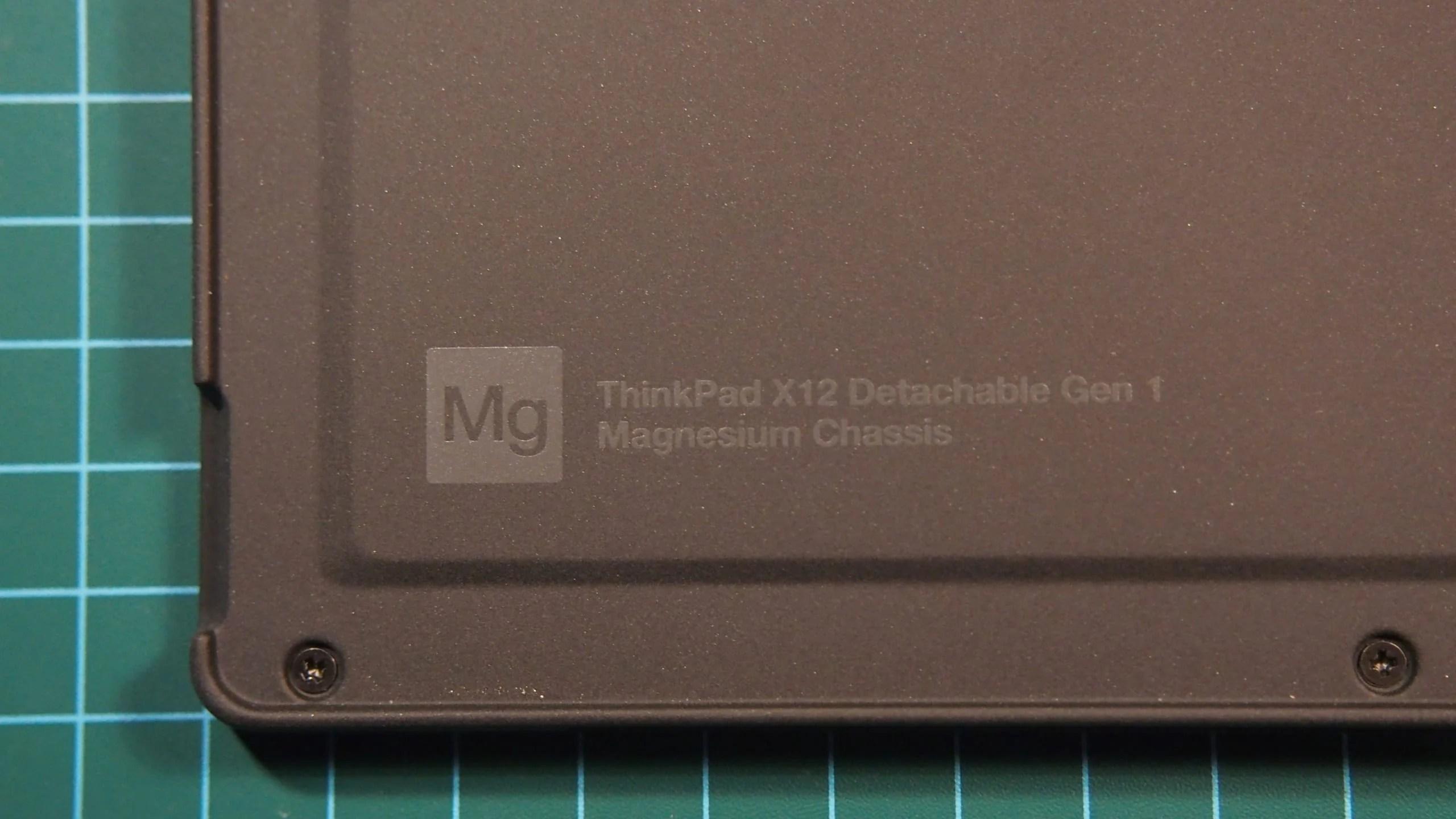 ThinkPad X12 Detachable עם גוף מגנזיום