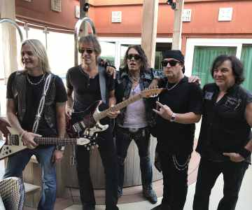 Remaining members of Ratt perform first show without drummer Bobby Blotzer…