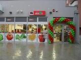 Maksi slavi rođendan darivajući potrošače leve obale Dunava