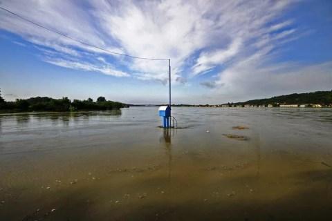 Delovi leve obale dva metra ispod kote Dunava