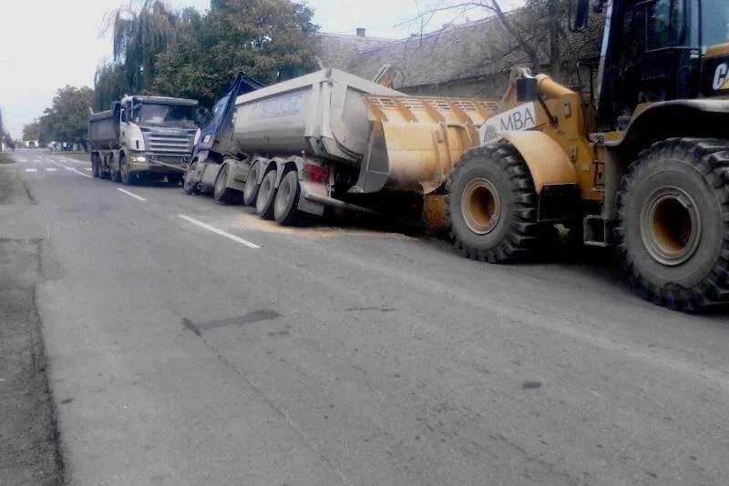 Kamion se survao u jarak u Ovči - 10.11.2013
