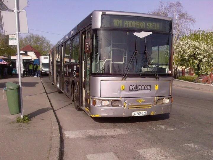 Autobusi prignječili pešaka na okretnici u Padinskoj skeli - 02.12.2013