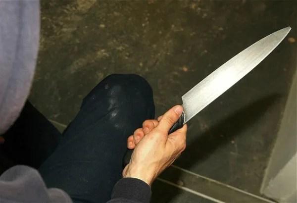 Braću ispred kuće u Padinskoj Skeli napali nožem - 27.02.2014