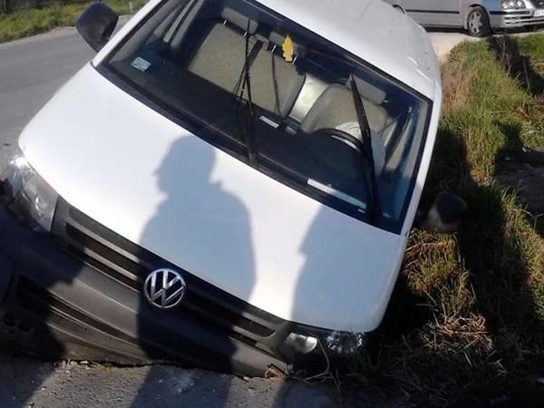 Kombijem preticao, pa udario auto na Ovčanskom putu - 18.03.2014