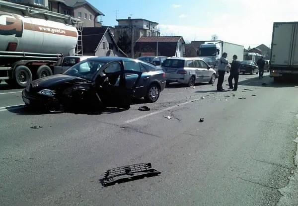 Na Zrenjanincu prešao u suprotnu traku i udario u kamion - 17.03.2014