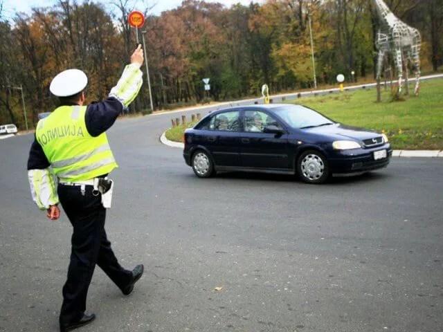 Potera saobraćajne policije za bahatim vozačima!
