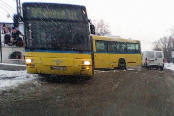 Autobus na liniji 95 izleteo sa puta u Borči (FOTO) - decembar 2014