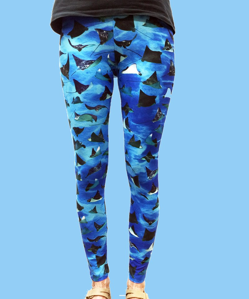 ladies leggings with ocean background and numerous eagle rays
