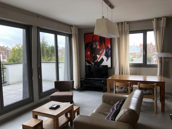 Appartement Meubl 2 Chambres 7493m2 Avec Grande Terrasse