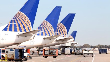chi-united-airlines-tails