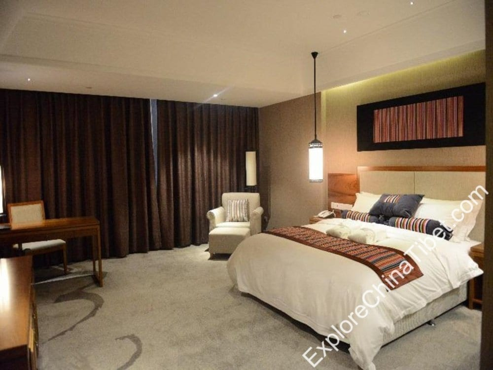 Qomo Langzong Hotel Executive Queen Room