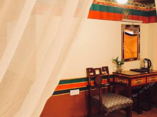 Lhasa Badacang Hotel Deluxe Double Room