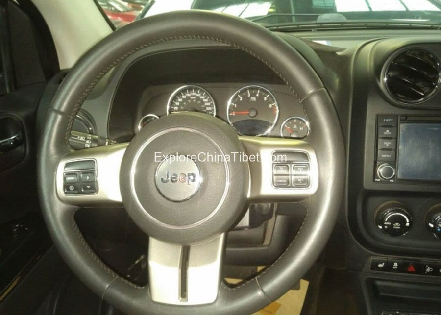 China Car Rental Jeep Compass- Steering Wheel