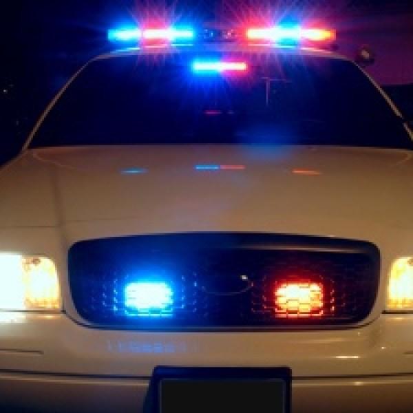 Police-car-with-emergency-lights-on-jpg_20160627034902-159532