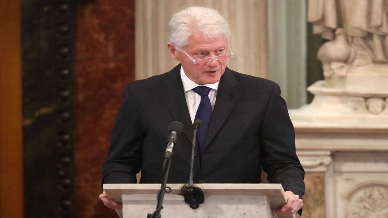 Bill Clinton in Ireland81943299-159532