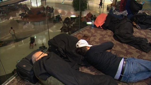 Travelers stranded in Atlanta_1491613951256-159532.jpg46405684