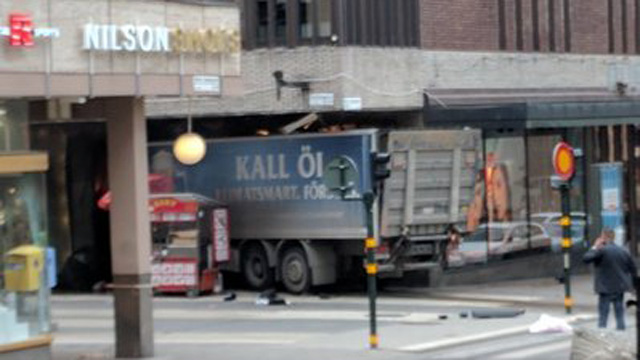 Vehicle driven into store Stockholm_1491576543644-159532.jpg78919877
