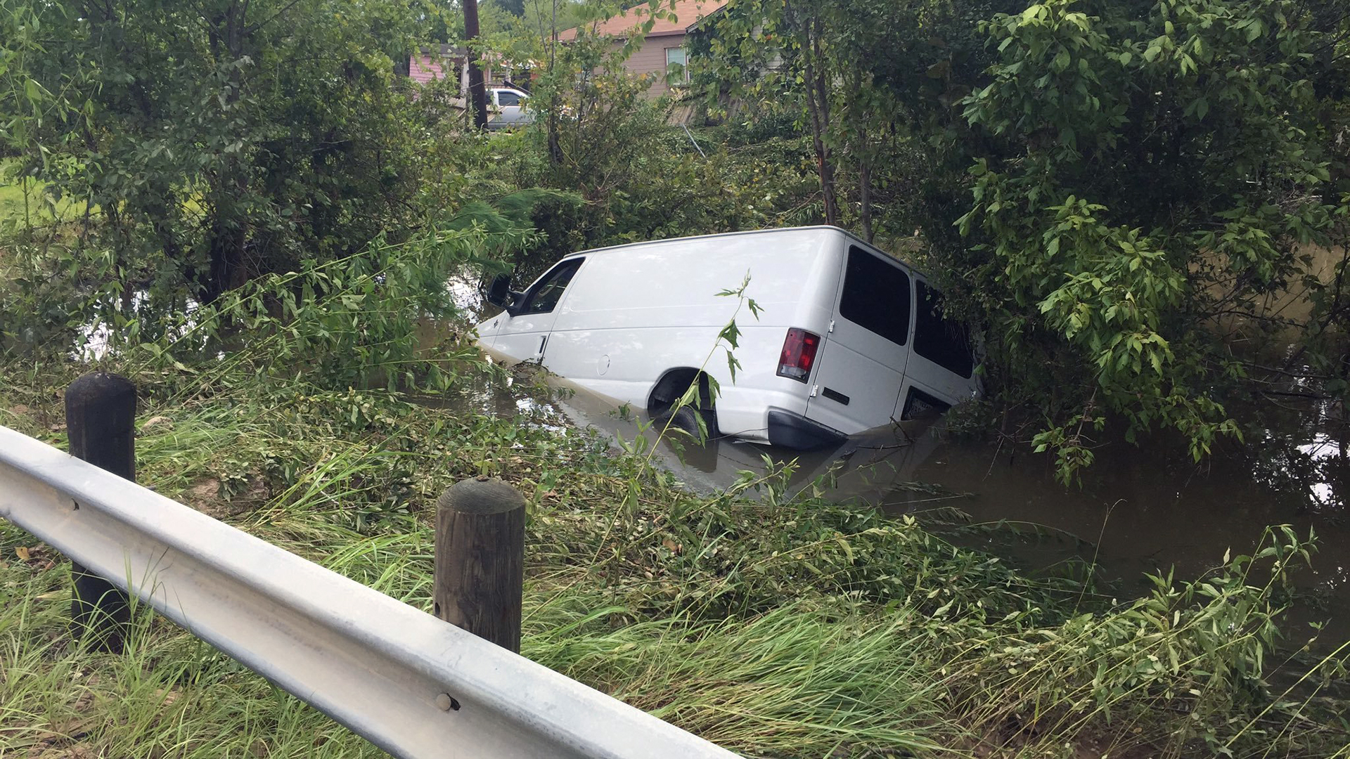 Van carrying 6 swept away during Harvey-159532.jpg33994247
