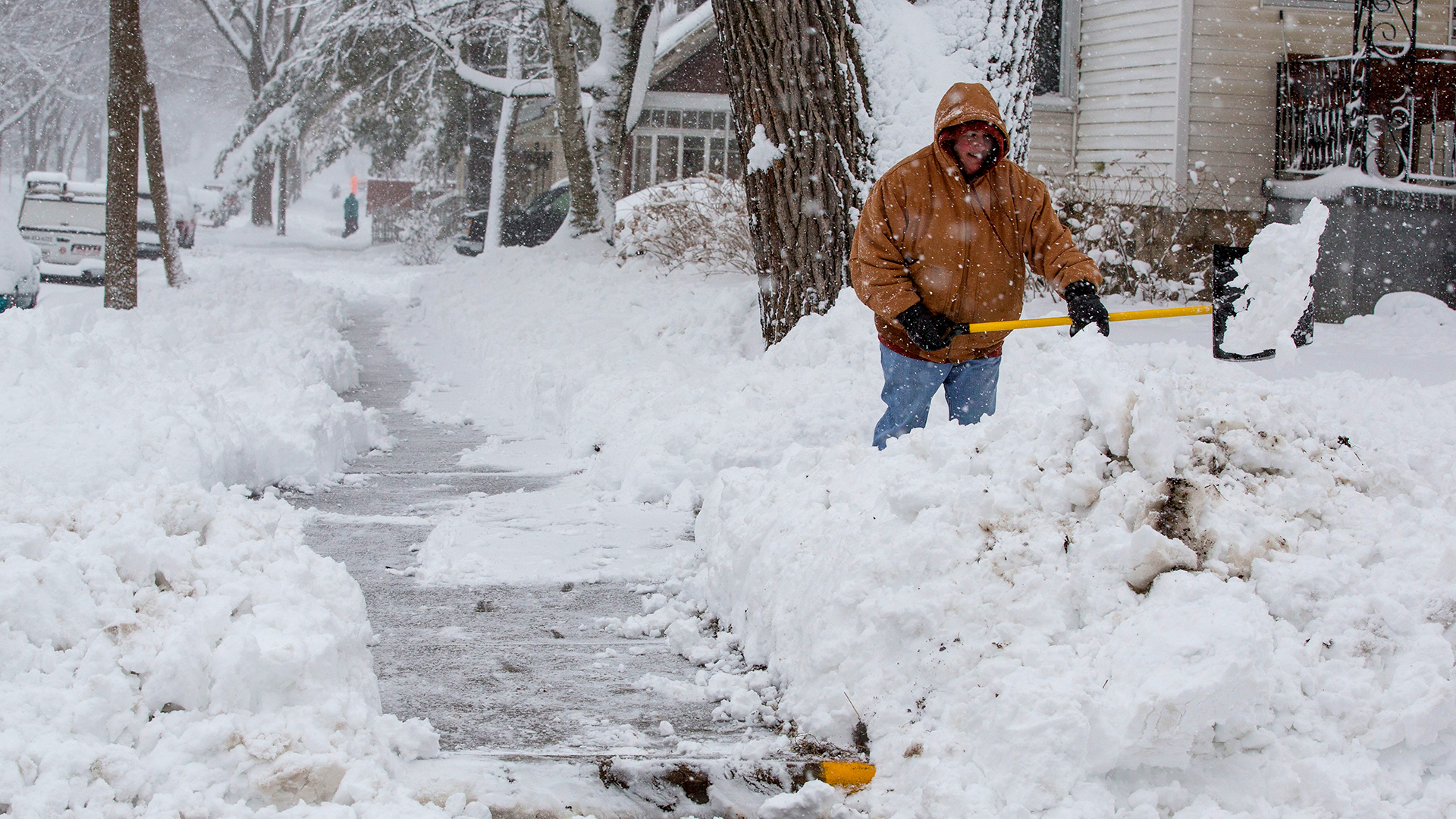 Shoveling snow from snowstorm-159532.jpg46052222