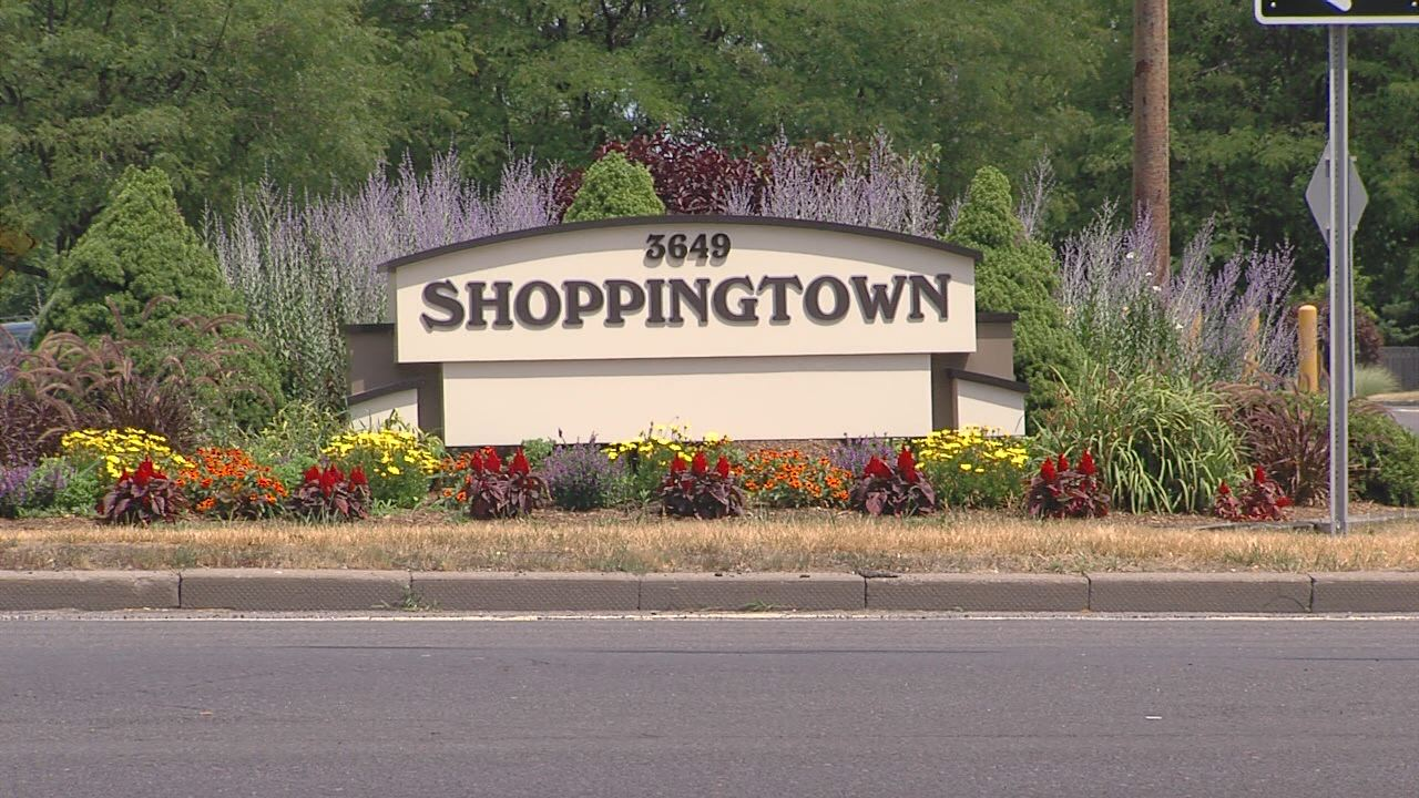 Shoppingtown Mall Sign