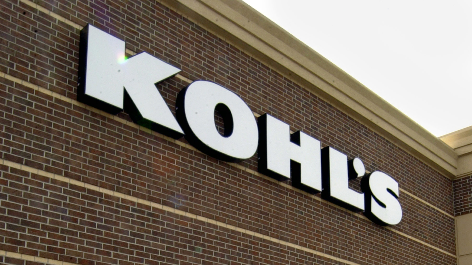 Kohl's to accept Amazon returns in all of its stores across