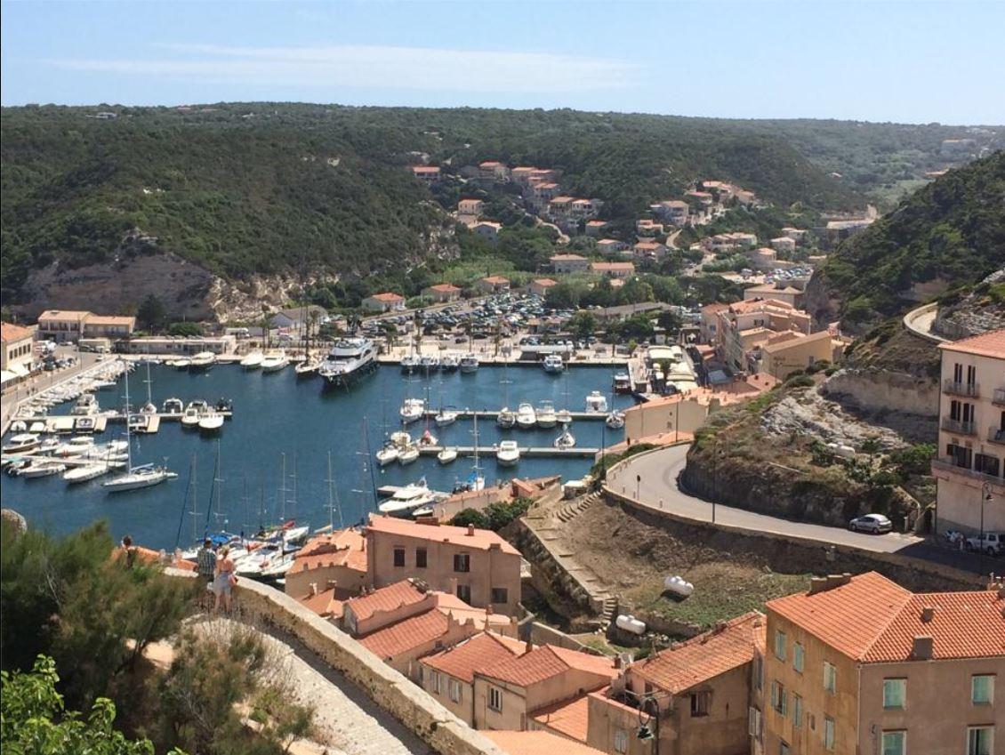 Bonifacio De Plages En Falaises La Corse