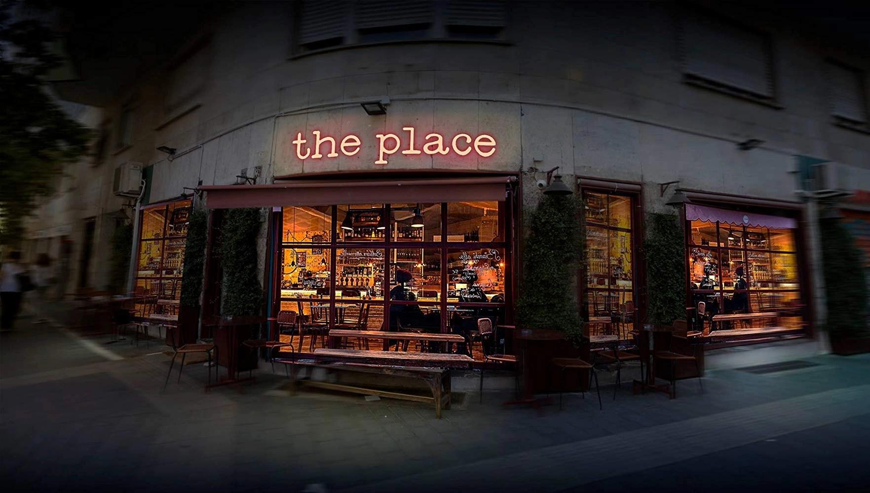 The Place (2017) scenografia