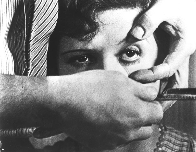 Simone Mareuil in Un chien andalou (1929)