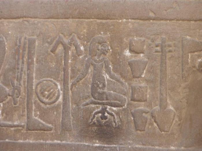Egipto: Mujer pariendo en el Templo de Kom-Ombo