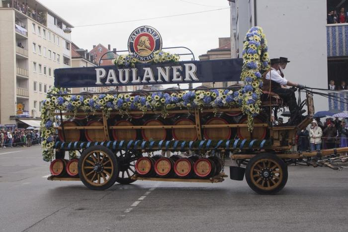 carro con cervezas en el Oktoberfest