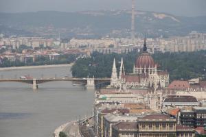 Vista del Parlamento desde la Ciudadela