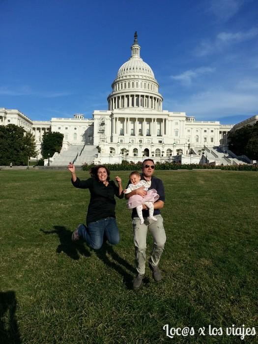 Saltando delante del Capitolio