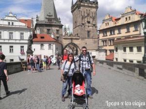 En el Puente de Carlos IV en Praga