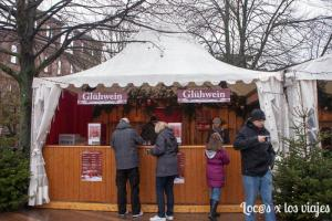 Puesto donde se vende glühwein en el Mercado de Navidad de Heidelberg