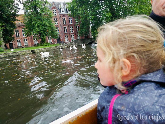 Flandes con niños: Paseo por los canales de Brujas