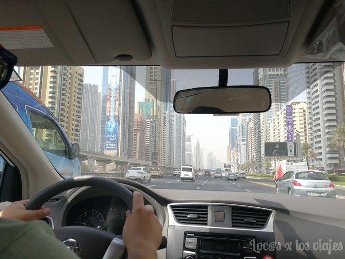Conducir por Emiratos con coche de alquiler
