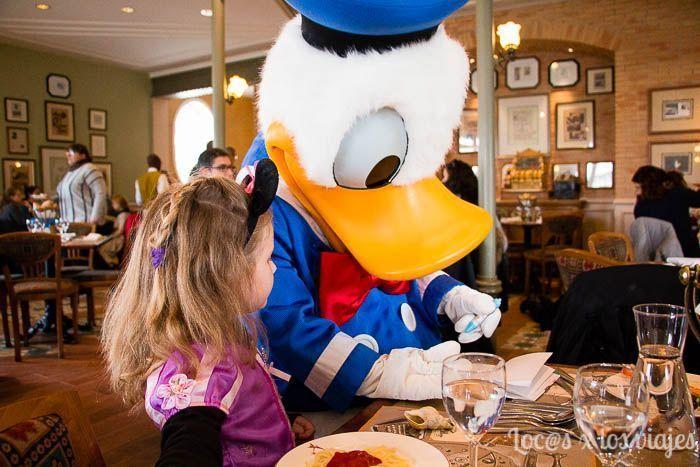 Comida con personajes en el Inventions de Disneyland París