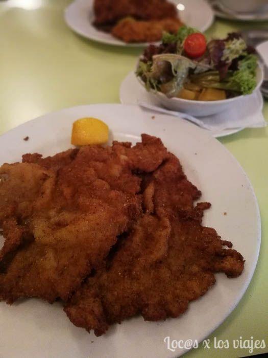 Viena: Schnitzel y ensalada vienesa