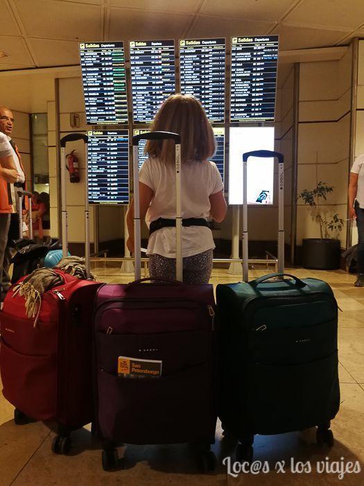 En el aeropuerto con nuestras maletas Gabol