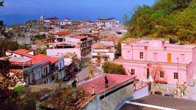 Veduta di Casignana. Foto presa dal web