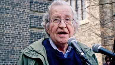 Noam Chomsky neemt het woord op Occupy Wall Street in 2010