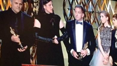 Laura Poitras en Glenn Greenwald tijdens de uitreiking van de Oscar