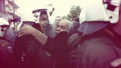 Dat deze betoger in januari 2015 chef van de politie in Griekenland zou worden hadden de Europese instellingen niet voorzien (twitter Yannis Baboulias)