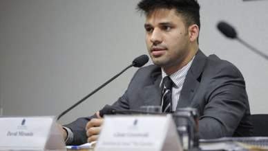 David Miranda legt op 9 oktober 2013 een getuigenis af voor een onderzoekscommissie over internetspionage van de Braziliaanse Senaat