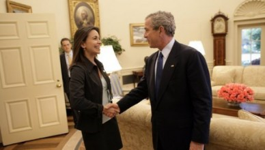 María Corina Machado, boegbeeld van de politieke oppositie in Venezuela, op bezoek bij president George W. Bush op 31 mei 2005