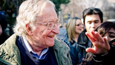 Noam Chomsky op bezoek bij Occupy