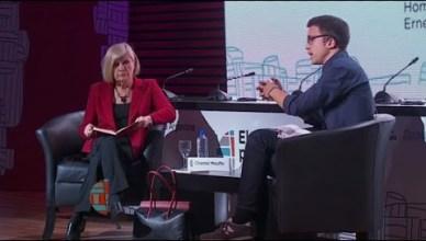 Chantal Mouffe en Íñigo Errejón tijdens een debat op 7 oktober 2015