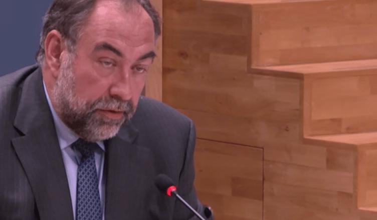 Marc Descheemaecker tijdens een hoorzitting in de Tweede Kamer van het Nederlandse parlement over het Fyra-debacle