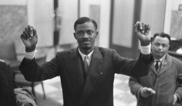 Patrice Lumumba komt op 26 januari 1960 aan in Brussel om te onderhandelen over de onafhankelijkheid.